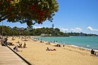 Auckland_East;Auckland;Tamaki_Strait;St_Helliers;crowds;sunbathers;blue_sky;blue