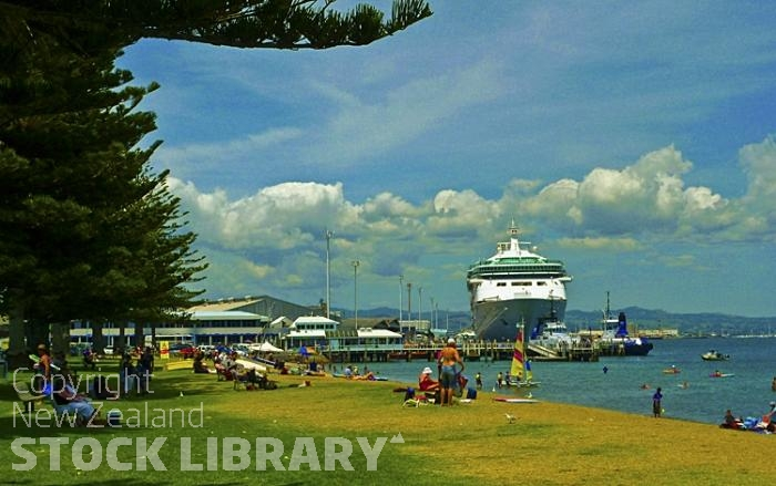 Mount Maunganui;Bay of plenty;blue seablue skysandy beaches;sea;sea fishing;harbour;bachs;holiday homes;sand dunes;high rise buildings;cruise ships;tourists;holiday makers
