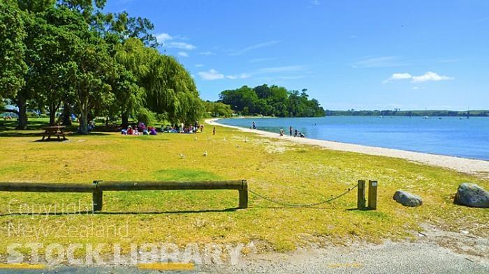 Omokoroa Beach;Bay of plenty;blue sea;blue sky;sandy beaches;sea;sea fishing;harbour;bachs;holiday homes;tourists;holiday makers;swimming;Fishing;ferry;dinghies