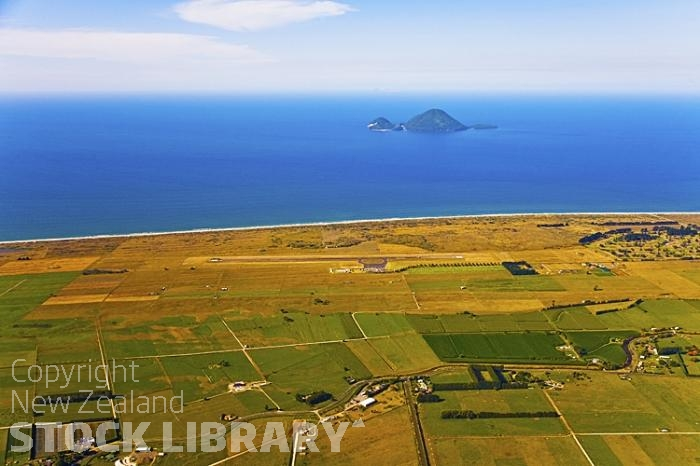Aerial;Whakatane;Bay of plenty;Whakatane River'kiwi fruit orchards;kiwi fruit;kiwi fruit growing;agriculture;agricultural centre;arable farming;sandy beaches;sand dunes;bachs;holiday homes;blue sky;blue sea;bush;native forrest;River;harbour entrance;harbour;waka;airport