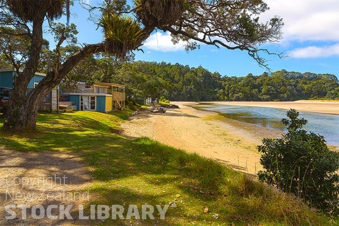 Matapouri;Northland;sandy beaches;bachs;holiday homes;bush;native forrest;golden sands;blue sky;blue sea;Matapouri;Northland;golden beach;seaside town;Tutukaka coast;Woolleys Bay;Sandy Bay:bach;baches;river estury