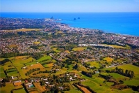 Aerial;New_Plymouth;Taranaki;greater_city;Looking_West;subrurbs;blue_sky;blue_se