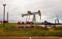 New_Plymouth;Taranaki;Beam_Pump;exhibit;oil_extraction;harbour;lamp_posts
