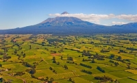 Aerial;Mount_Taranaki;Taranaki;Mount_Taranaki;Mount_Egmont;dairy;dairy_farming;m