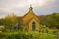 Clyde;Otago;Clutha_River;Clyde_Catholic_Church;Roses;fruit_trees