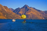 Queenstown;Lake_Wakatipu;Otago;autumn_colour;fall_colors;Parascending_on_the_lak